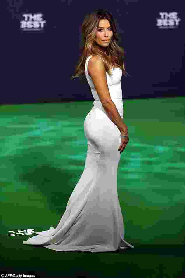 Aktris Eva Longoria Memikat Pemain Sepak Bola Dunia